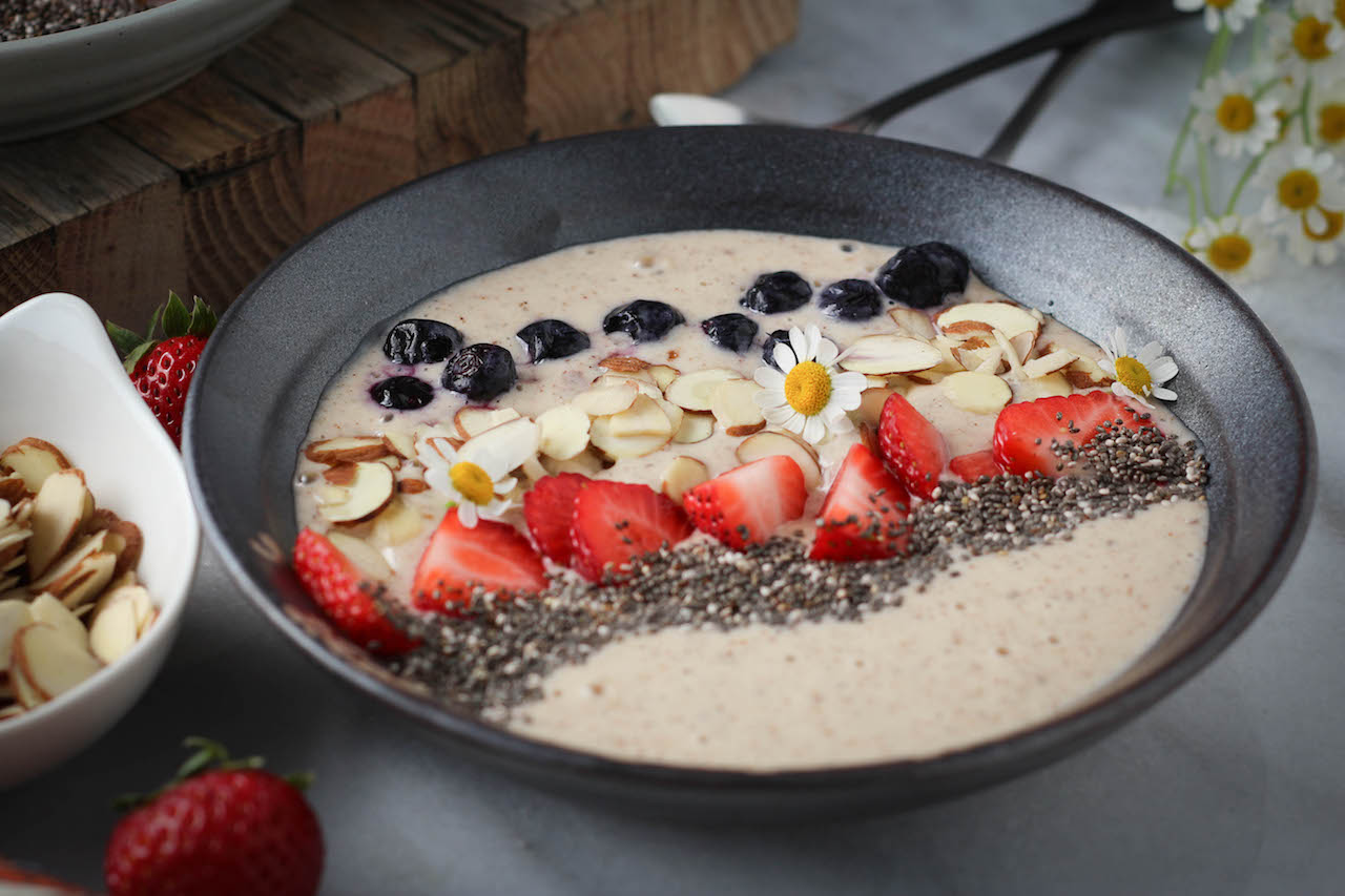 Skinnytaste Fast and Slow Cookbook Review: Banana-Almond Smoothie Bowl