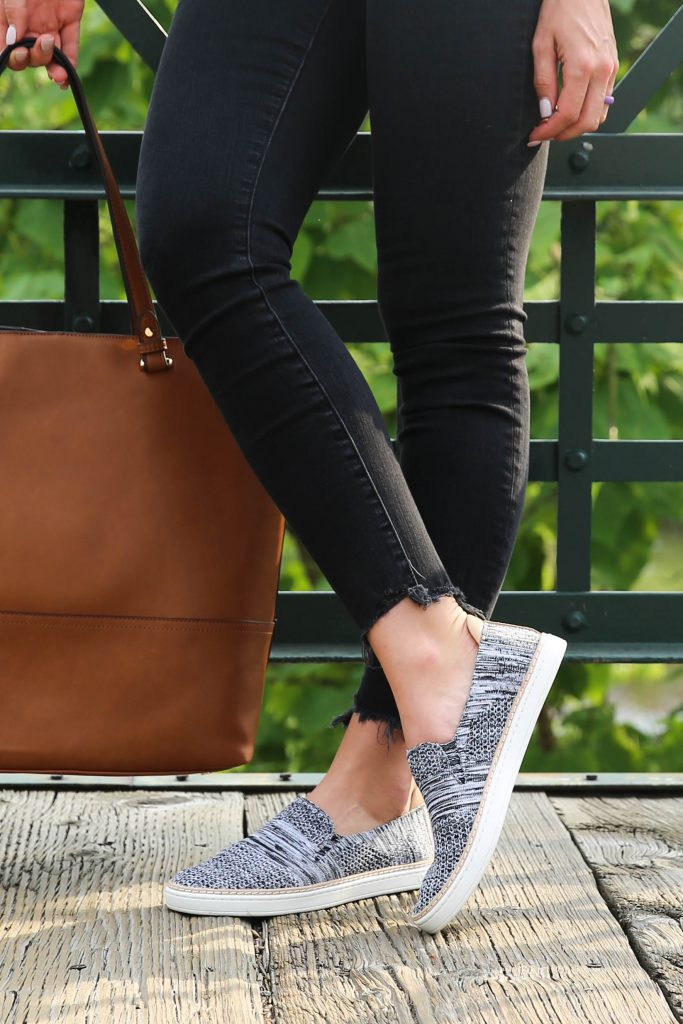 PaleOMG - Casual & Comfortable Sneakers for Travel