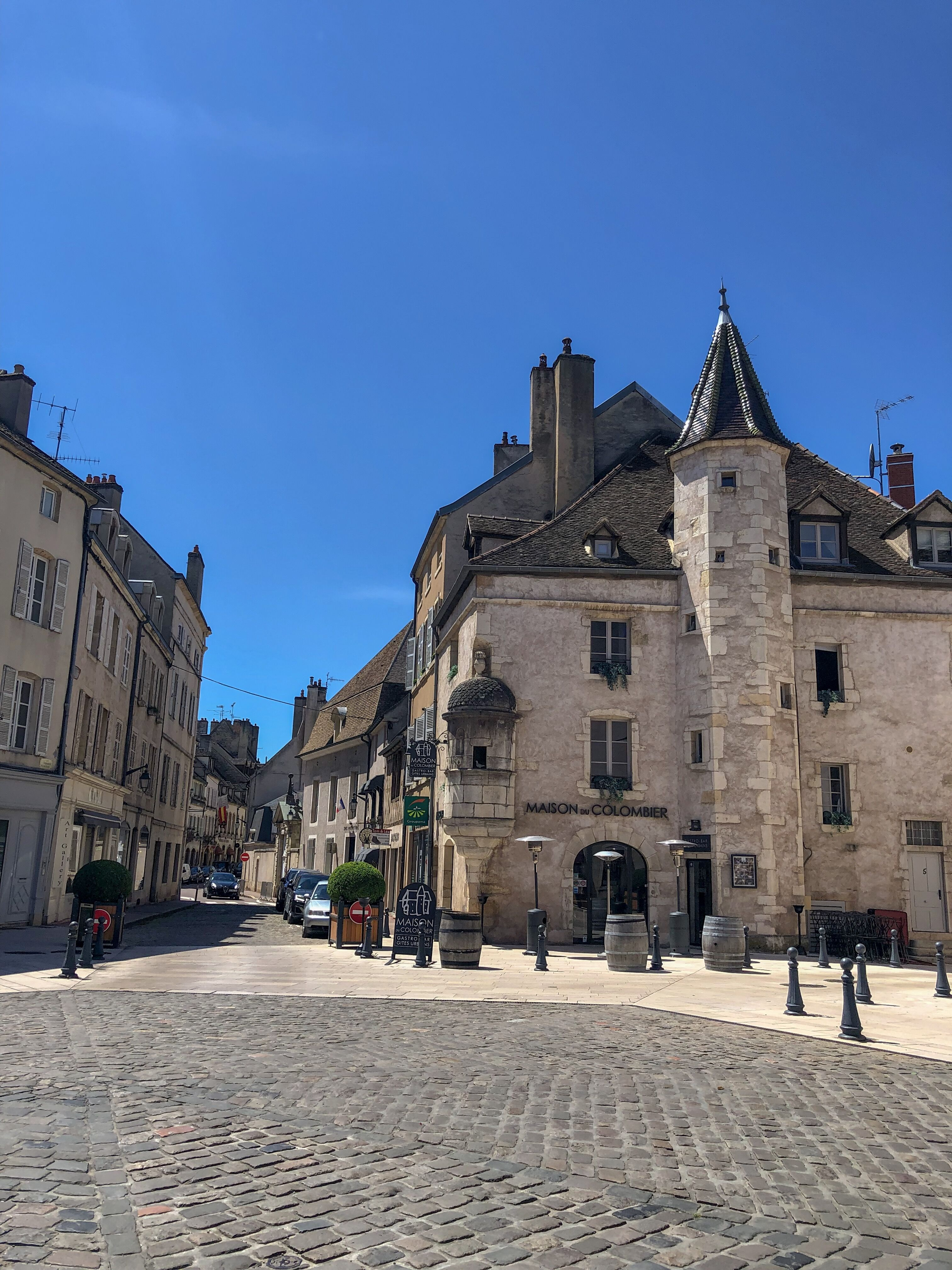 PaleOMG - Traveling Through Burgundy, France with Under30 Experiences