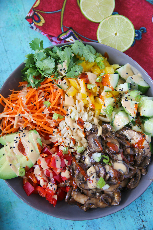 """PaleOMG Thai """"Peanut"""" Buddha Bowls"""